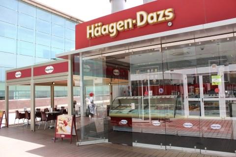 Haagen Dazs Outside Barcelona Airport