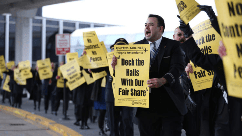 Similar protests were held in Dec 2015 by United employees (Abel Uribe / Chicago Tribune)