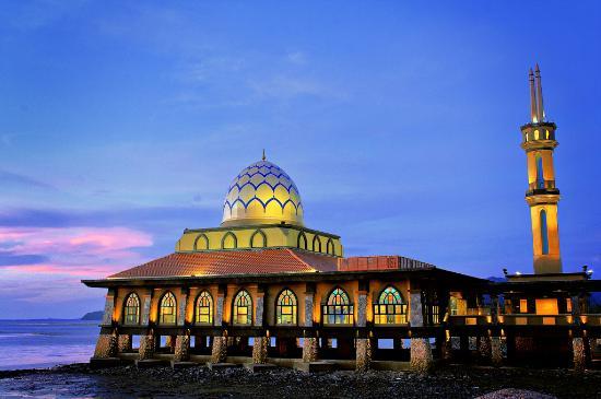 Visit this beautiful mosque in Perlis
