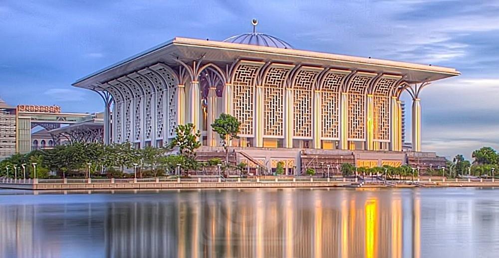 Two Beautiful Malaysia mosques can be found in Putrajaya | Malaysia tourism