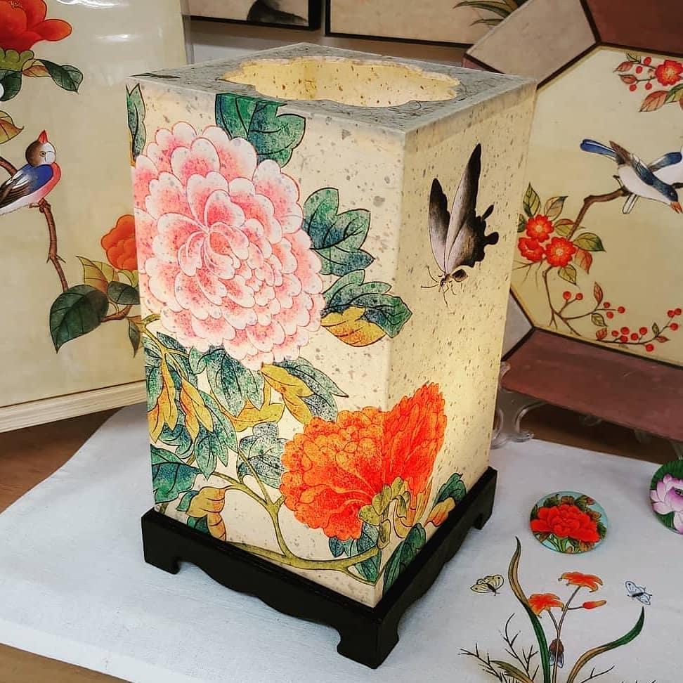 Lantern made with hanji paper
