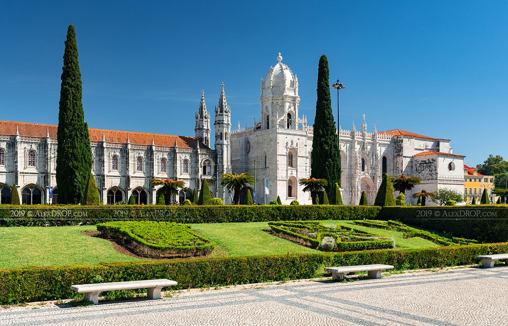 Drop by the 500 years old Jerónimos Monastery during your visit in Spain