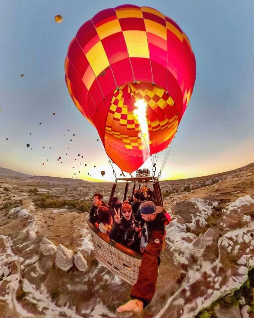 Pemandangan dari atas hot air balloon di Turki