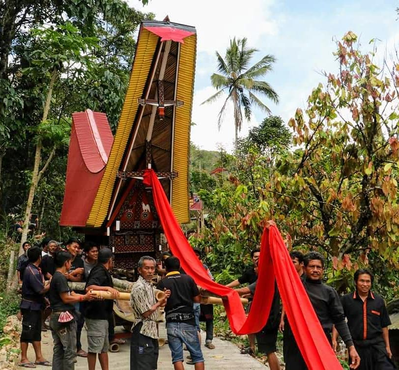 Immerse yourself in this amazing experience at a Toraja funeral