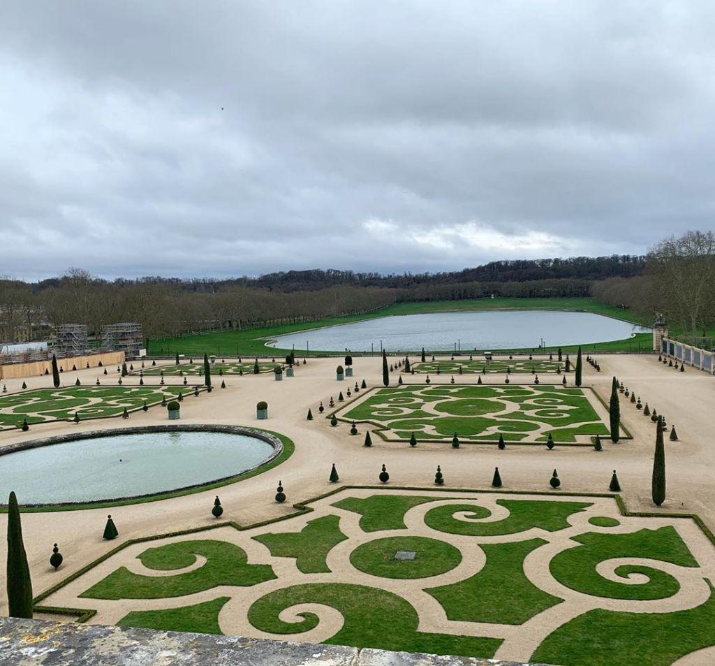 Keindahan taman di Versailles Palace