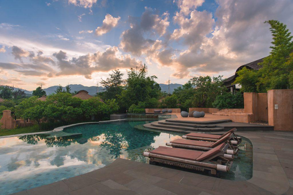 Suasana senja di Montis Resort, Thailand