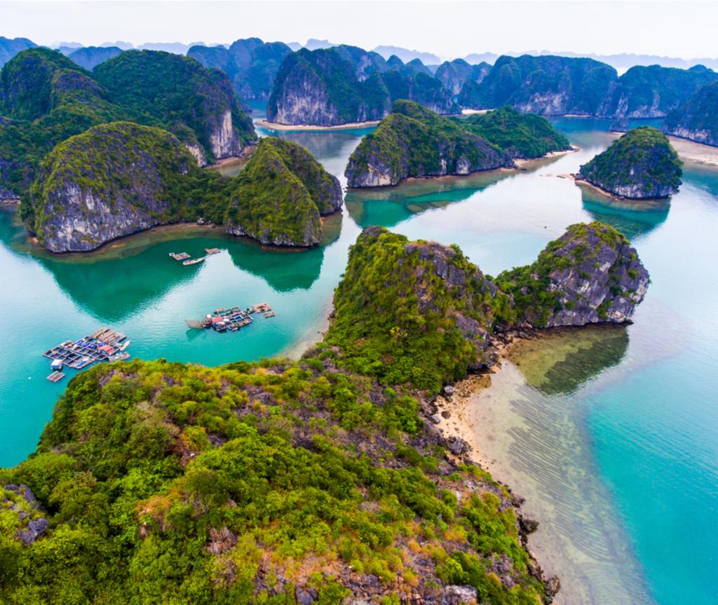Cát Bà merupakan rumah kepada Tapak Warisan Dunia UNESCO: Ha Long Bay