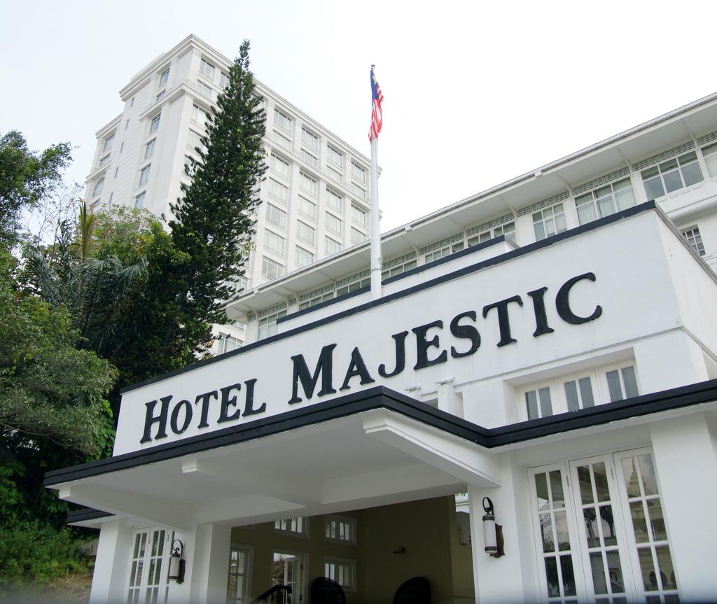 Pintu masuk Hotel Majestic