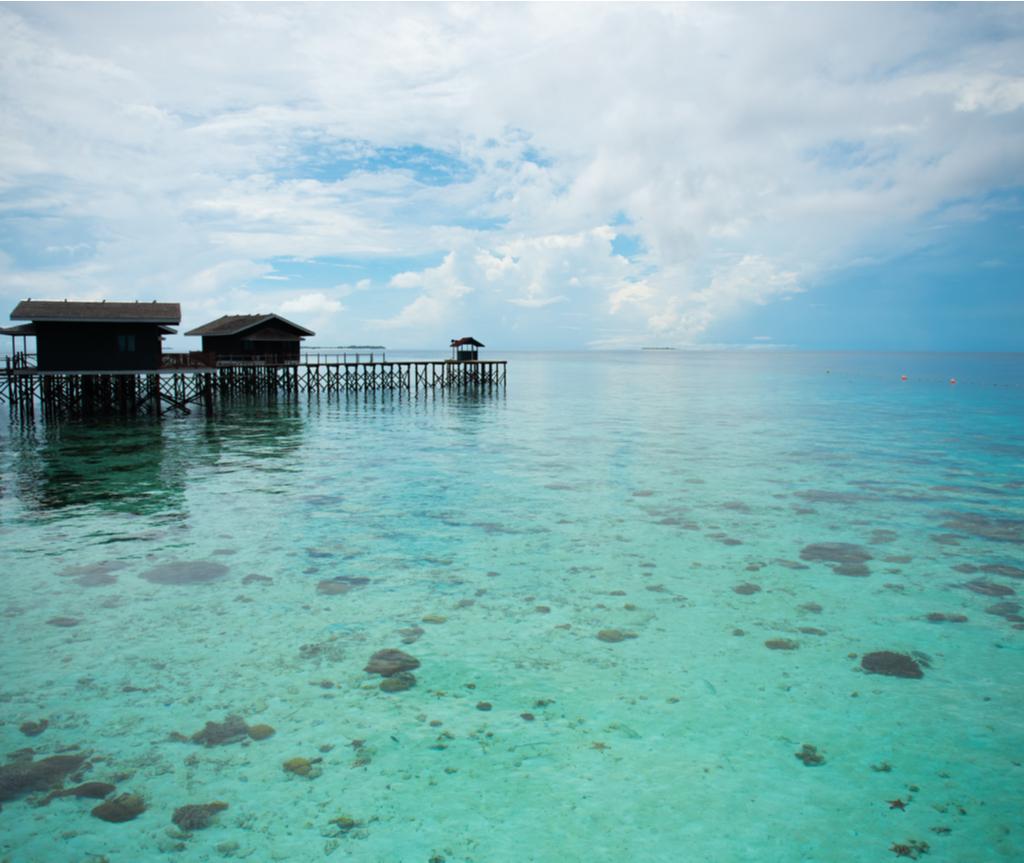 Air jernih kelihatan di Pom Pom Island Resort