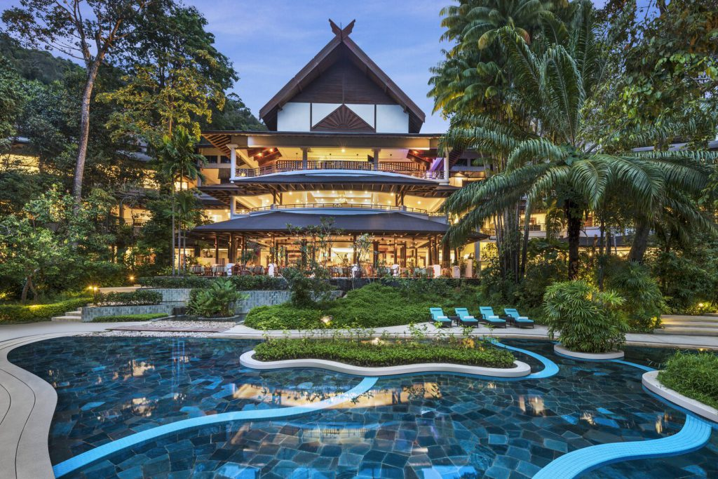 Kolam renang yang terdapat di The Andaman, A Luxury Collection Resort