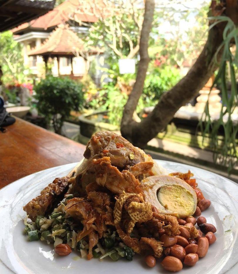 Nasi Ayam Kadewatan Bu Mangku