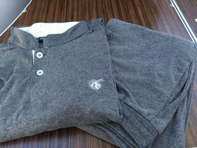每個人都有附睡衣,上衣質料不錯,褲子略嫌薄,雖然有分size, S/M是一起的,所以size 偏小,男生建議拿L號