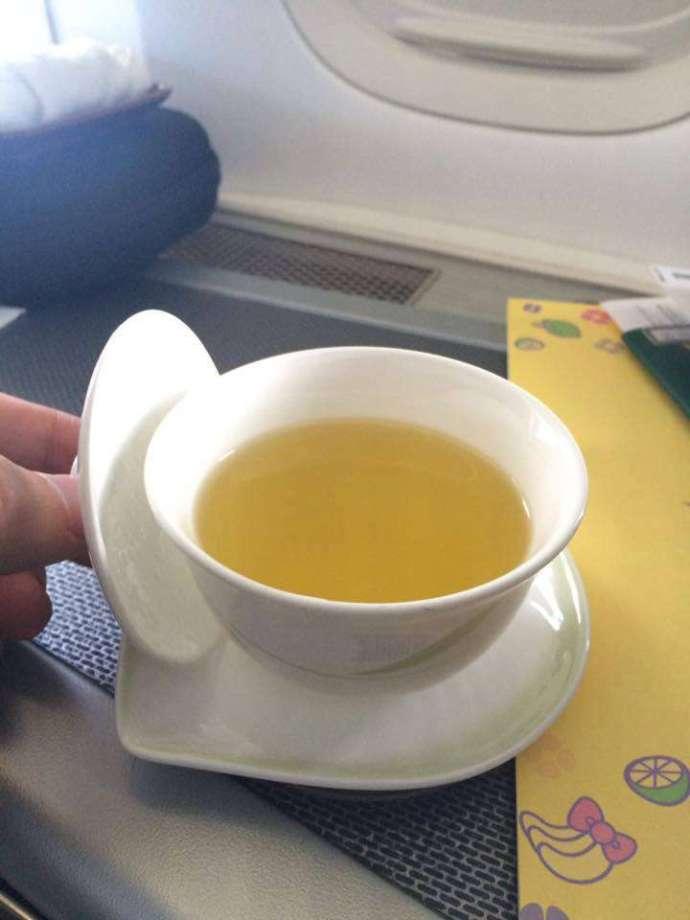 長榮提供的茶品真的很多而且都不錯喝,記得一趟下來至少喝了5杯以上