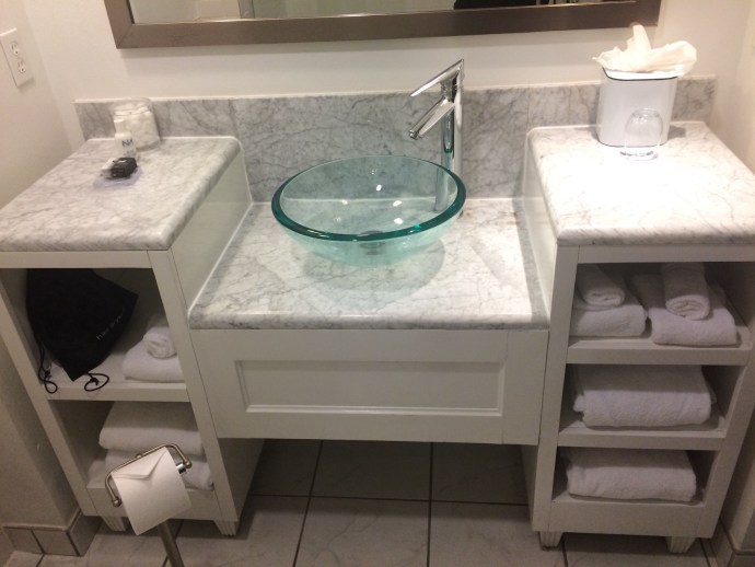 Saint bathroom1