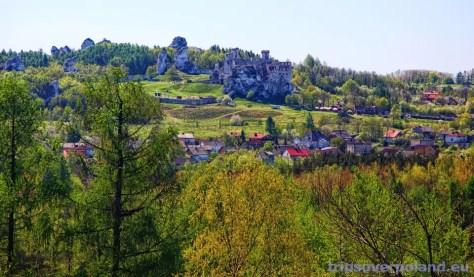 Podzamcze - Zamek Ogrodzieniec - widok z Góry Birów