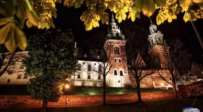 Kraków nocą – nastrojowo czy tylko oszczędnie?