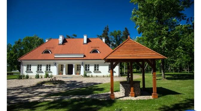 Dąbrowa – Muzeum Ziemiaństwa, w którym możesz także przenocować lub łowić ryby