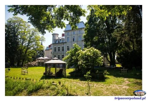 Pałac Malina - widok od strony parku i stawu