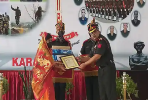 Officers of Bihar Regiment honored families of soldiers who martyred in Galvan Valley
