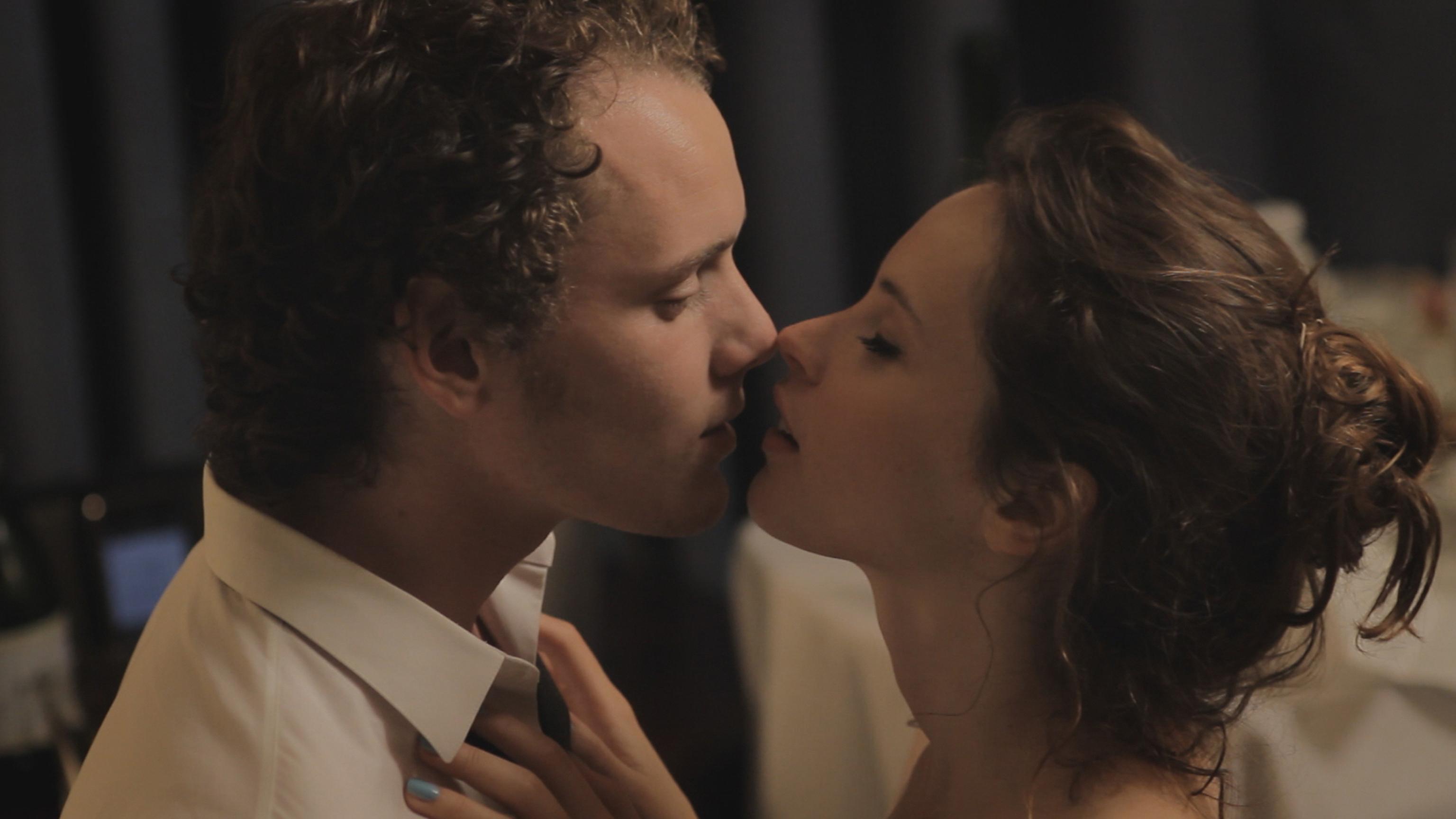 Romantic movies kissing scenes
