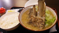 まかない家@宜野湾真栄原の久米島味噌の骨汁は鉄板の美味しさ