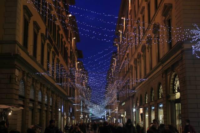 02 Florence Christmas street lights