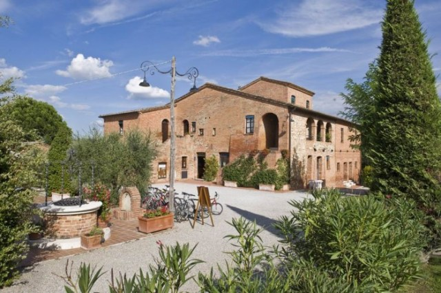 09 Holiday accommodation outside Montepulciano S65