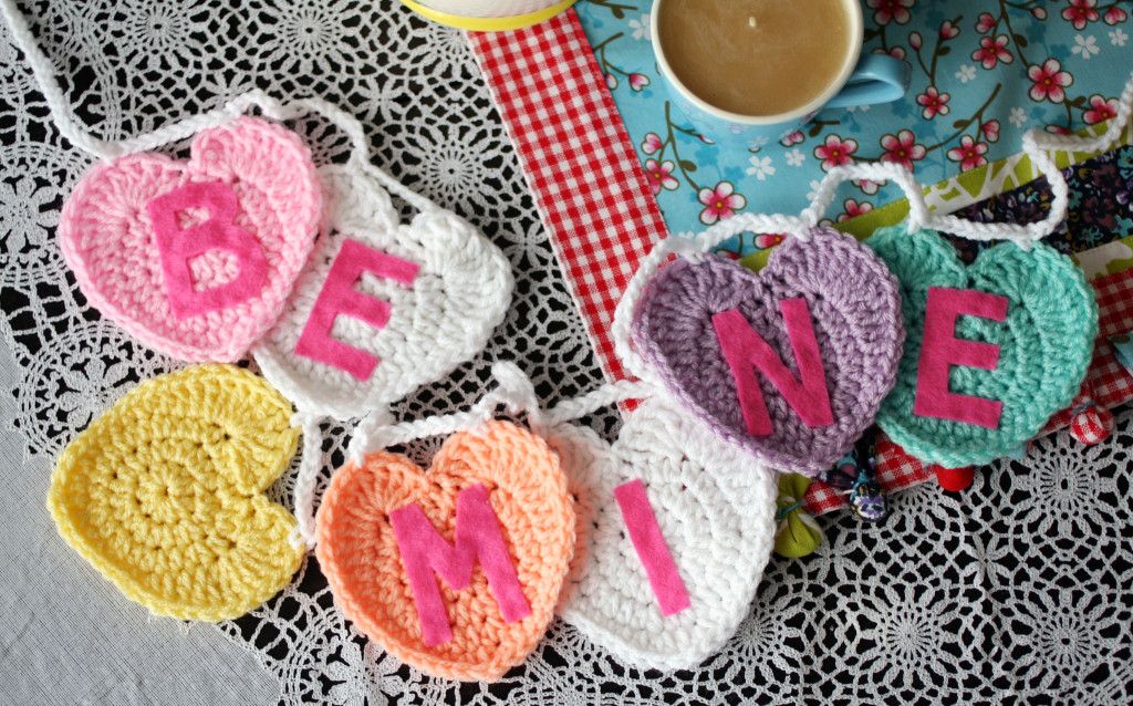 FREE Crochet Pattern • Conversation Heart Garland by Twinkie Chan #crochet #valentinesday