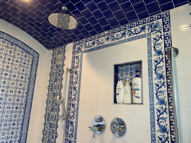 Tile design with shower head and niche