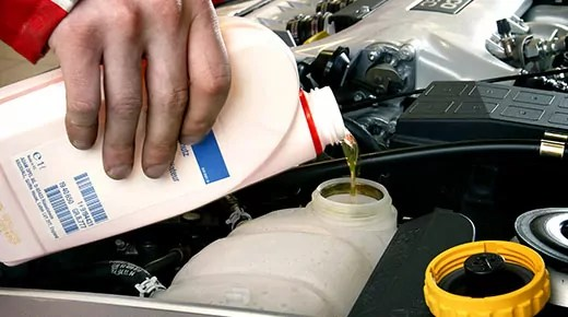 How to check and change engine coolant (c) Newspress