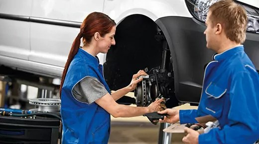 How to check and change your brake fluid (c) Newspress