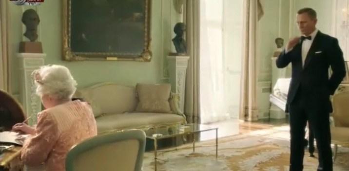 ג'יימס בונד מלווה את המלכה אליזבת לטקס פתיחת המשחקים האולימפיים – לונדון 2012
