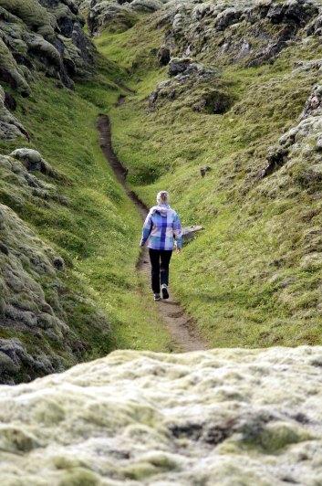 Andrea auf Wanderweg
