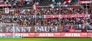 USP-Tapete beim Heimspiel gegen Aachen