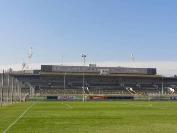 Gegentribüne im Strahov Stadion