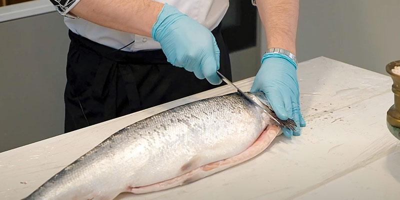 как отрезать голову рыбы