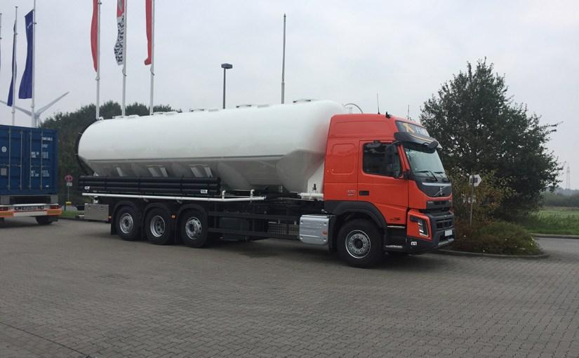 Neufahrzeugauslieferung Heitling Fahrzeugbau, Volvo FMX