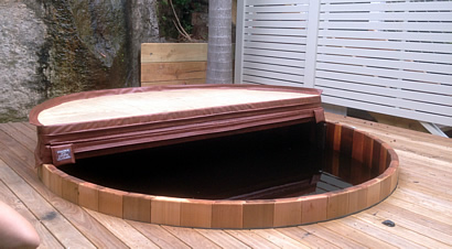 Tub with cover