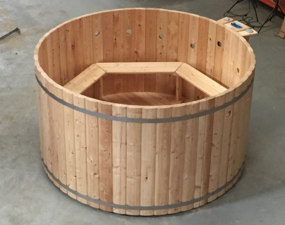 Ukko Q-Series Larch Tub