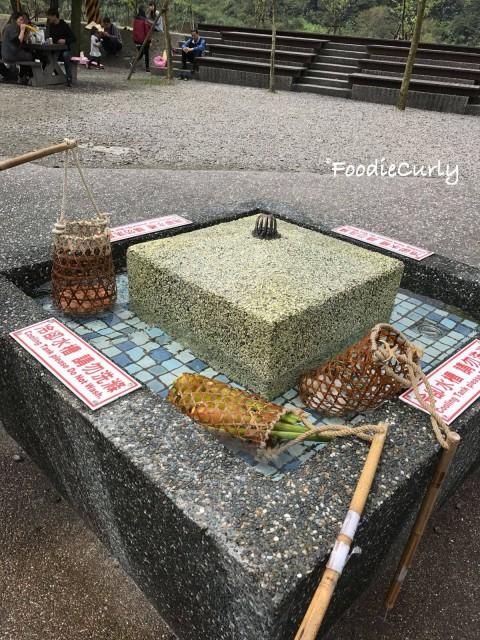 將食物泡熟後,可以放到旁邊的凍水池降溫。