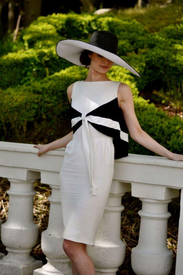 Bella Hat black and white