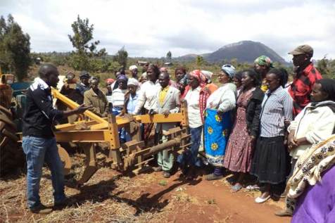 Parents of children sponsored through Unbound's program in Meru, Kenya, take part in conservation agriculture training.