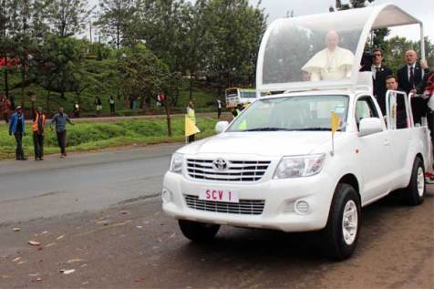 Regina Mburu, Unbound's communications liaison in Africa, captured this photo of Pope Francis as his motorcade headed to the Kangemi community.