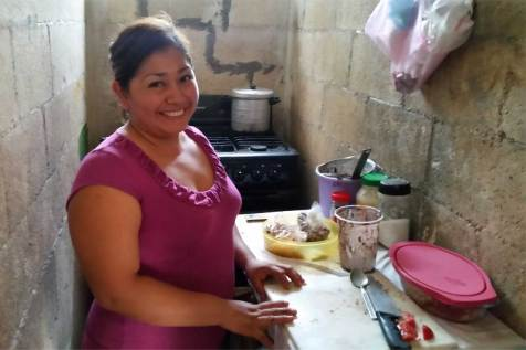 Leydi prepares a meal in her kitchen.