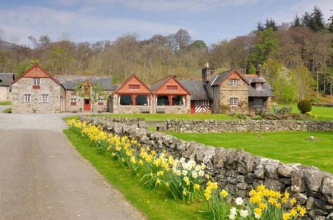 group-gatherings-balnald-farmhouse