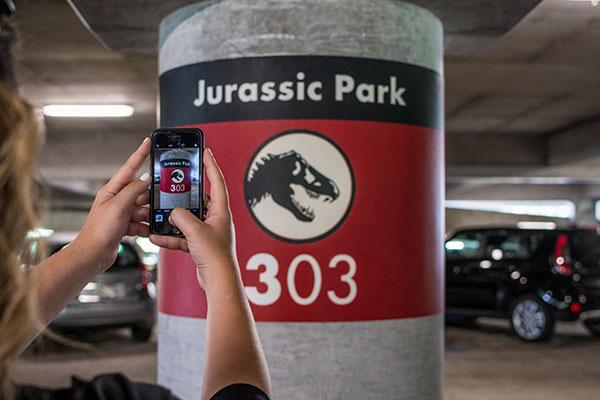Toma una foto de tu lugar de estacionamiento cuando visites Universal Orlando Resort.