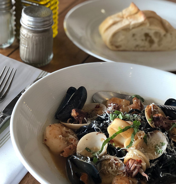 VIVO Cocina Italiana Calamar Tinta Mariscos