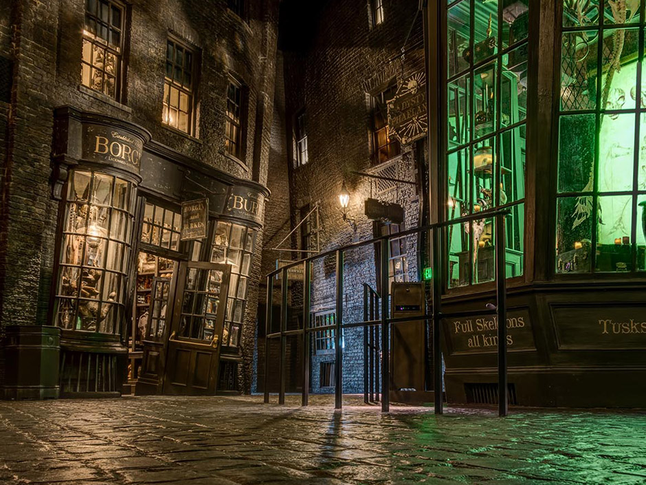 Knockturn Alley in The Wizarding World of Harry Potter - Diagon Alley