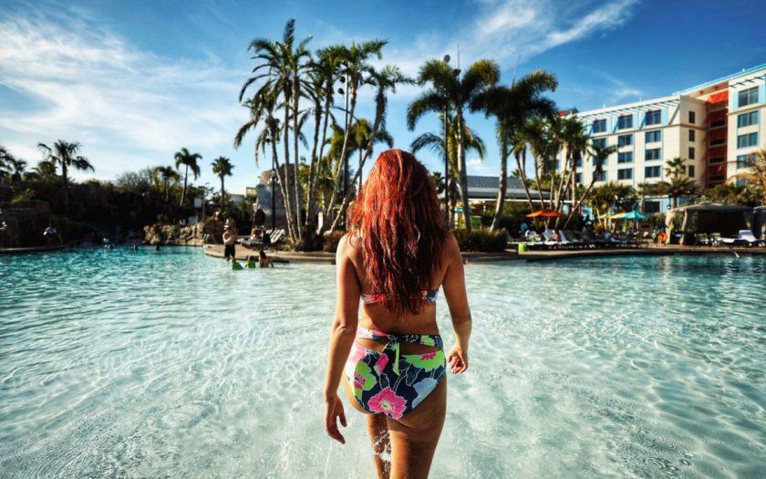 Paseo de la piscina del Loews Sapphire Falls Resort
