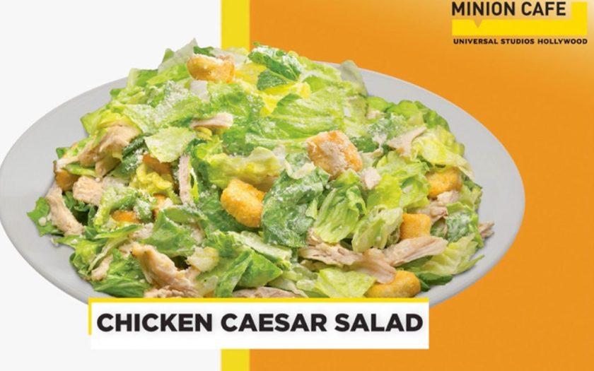 Ensalada Ceasar de pollo en Minion Cafe